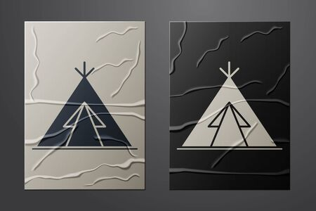 White Traditional indian teepee or wigwam icon isolated on crumpled paper background. Indian tent. Paper art style. Vector Illustration Ilustração