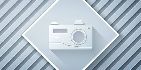Paper cut Photo camera icon isolated on grey background. Foto camera icon. Paper art style. Vector Illustration 向量圖像