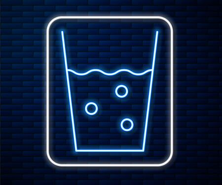 Glowing neon line Glass with water icon isolated on brick wall background. Soda glass. Vector Illustration Stock Illustratie