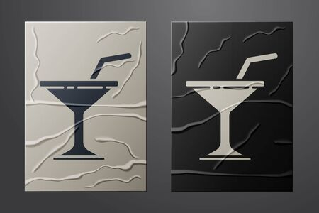 White Martini glass icon isolated on crumpled paper background. Cocktail icon. Wine glass icon. Paper art style. Vector 向量圖像
