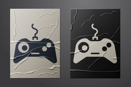 White Gamepad icon isolated on crumpled paper background. Game controller. Paper art style. Vector Illustration. Vettoriali
