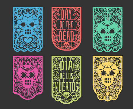 Day of the dead paper flags. Mexican dia de los muertos celebration toten flag string with flowers and skulls, bunting street graphics craft ornaments Archivio Fotografico - 155720855