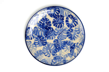 Top view of blank dish, ceramic plate, isolated on a white background. Imagens