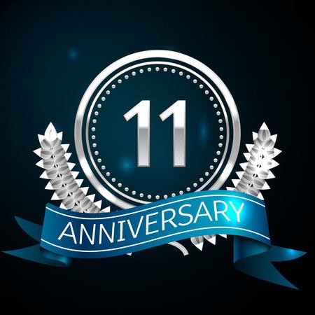 Realistico undici anni anniversario celebrazione Design con anello in argento e corona di alloro, nastro blu su sfondo blu. Elementi del modello vettoriale colorati per la tua festa di compleanno Vettoriali