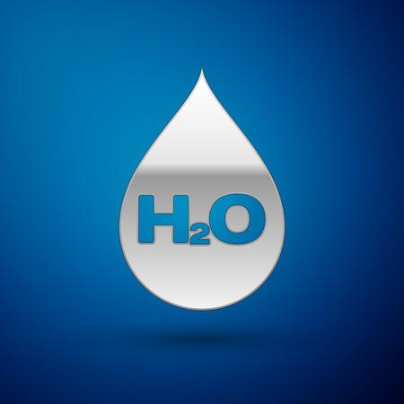 Silberner Wassertropfen mit H2O-Symbol auf blauem Hintergrund isoliert. Wasser formel. Vektorillustration Vektorgrafik
