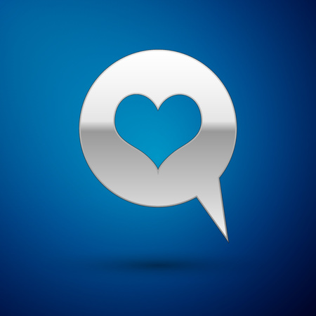 Silver Heart in speech bubble icon isolated on blue background. Heart shape in message bubble. Love sign. Valentines day symbol. Vector Illustration Ilustração