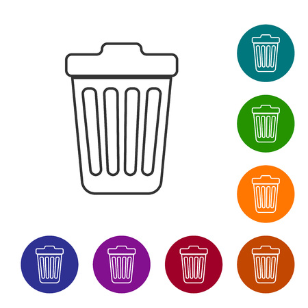 Grey Trash can line icon isolated on white background. Garbage bin sign. Vector Illustration Vettoriali
