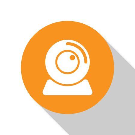 White Web camera icon isolated on white background. Chat camera. Webcam icon. Orange circle button. Flat design. Vector Illustration Ilustração