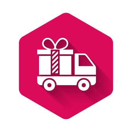 Weißer Lieferwagen mit Geschenksymbol isoliert mit langem Schatten. Rosa Sechskantknopf. Vektorillustration Vektorgrafik