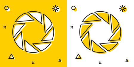 Icona dell'otturatore della fotocamera nera isolata su sfondo giallo e bianco. Forme dinamiche casuali. illustrazione vettoriale