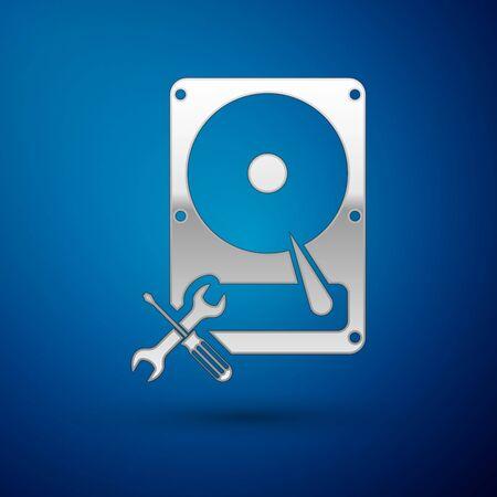 Disque dur argenté avec icône tournevis et clé isolé sur fond bleu. Réglage, service, réglage, entretien, réparation, réparation. Illustration vectorielle