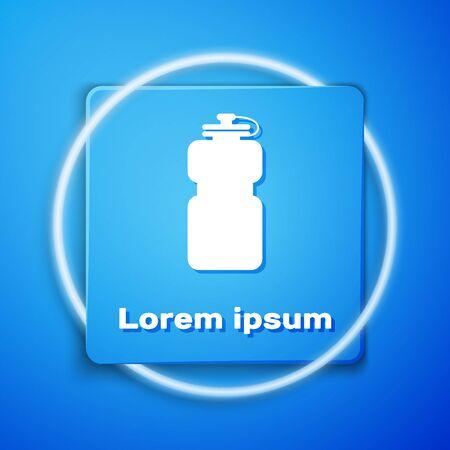 Bouteille de sport blanche avec icône d'eau isolée sur fond bleu. Bouton carré bleu. Illustration vectorielle