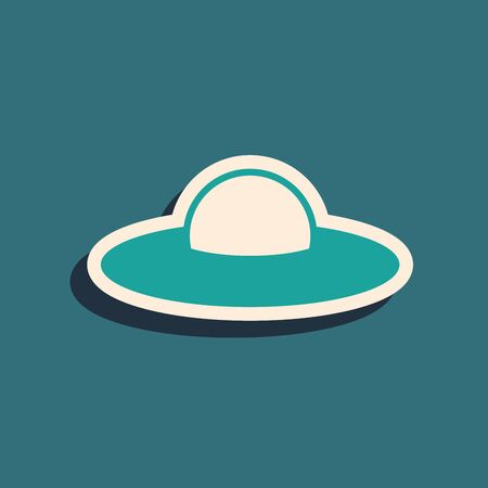 Green UFO flying spaceship icon isolated on blue background. Flying saucer. Alien space ship. Futuristic unknown flying object. Long shadow style. Vector Illustration Stock Illustratie