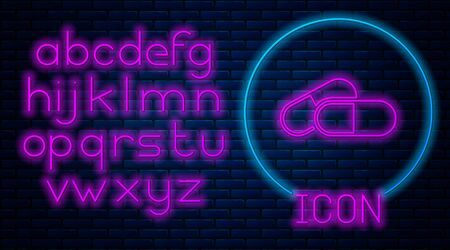 Glowing neon Medicine pill or tablet icon isolated on brick wall background. Capsule pill and drug sign. Pharmacy design. Neon light alphabet. Vector Illustration Ilustração