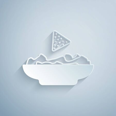 Paper cut Nachos in plate icon isolated on grey background. Tortilla chips or nachos tortillas. Traditional mexican fast food. Paper art style. Vector Illustration Ilustração