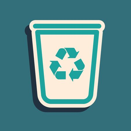 Green Recycle bin with recycle symbol icon isolated on blue background. Trash can icon. Garbage bin sign. Recycle basket sign. Long shadow style. Vector Illustration Çizim