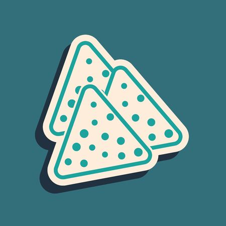 Green Nachos icon isolated on blue background. Tortilla chips or nachos tortillas. Traditional mexican fast food. Long shadow style. Vector Illustration Çizim