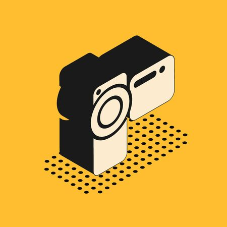 Isometric Cinema camera icon isolated on yellow background. Video camera. Movie sign. Film projector. Vector Illustration Stok Fotoğraf - 132178391