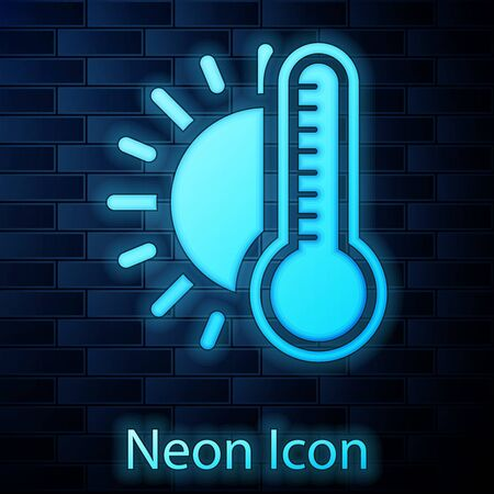 Glowing neon Thermometer with sun icon isolated on brick wall background. Vector Illustration Vettoriali