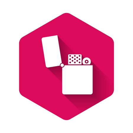 White Lighter icon isolated with long shadow. Pink hexagon button. Vector Illustration Foto de archivo - 134367885