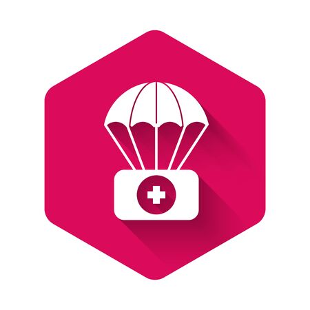 White Parachute with first aid kit icon isolated with long shadow. Medical insurance. Pink hexagon button. Vector Illustration Zdjęcie Seryjne - 134333931