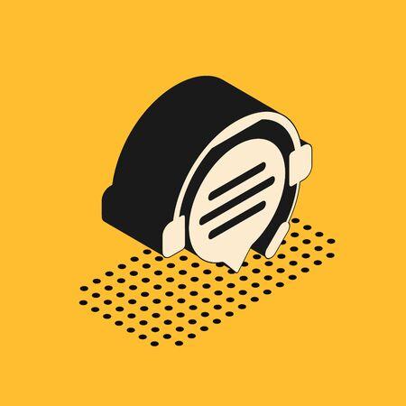 Casque isométrique avec icône de chat bulle isolé sur fond jaune. Support service client, hotline, centre d'appels, faq, maintenance. Illustration vectorielle