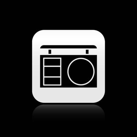 Paleta de sombras de ojos negros con icono de pincel aislado sobre fondo negro. Botón cuadrado plateado. Ilustración vectorial