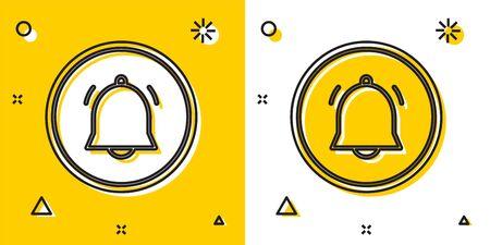 Botón de círculo negro e icono de notificación de chat aislado sobre fondo amarillo y blanco. Nuevo mensaje, diálogo, chat, notificación de redes sociales. Formas dinámicas aleatorias. Ilustración vectorial