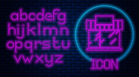 Glowing neon Shopping building or market store icon isolated on brick wall background. Shop construction. Neon light alphabet. Vector Illustration Vettoriali