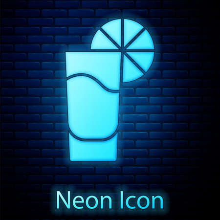 Glowing neon Tequila glass with lemon icon isolated on brick wall background. Mexican alcohol drink. Vector 向量圖像