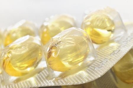 pilule: illuminati pillole trasparente giallo ingrandite