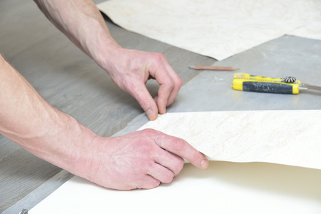 profile measurement: preparation for cutting wallpaper (measurement and marking)