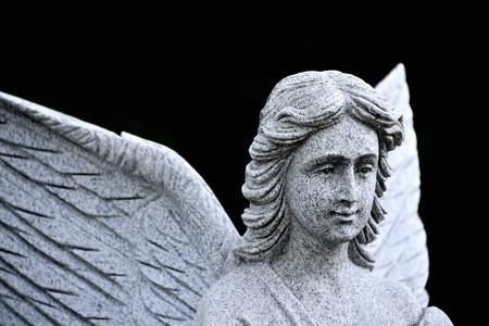 christian angel: Ante cristiana del �ngel en el bosque cerca de la iglesia