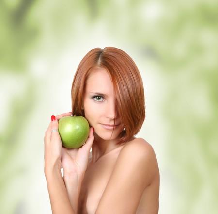 gesunde junge M�dchen mit frischen gr�nen Apfel Lizenzfreie Bilder