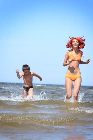 young mother and son having fun on the beach Foto de archivo