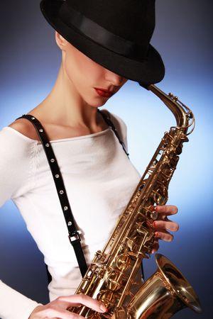 sexy junge Frau mit Saxophon Lizenzfreie Bilder