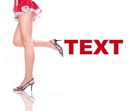 pieds sexy: sexy femme habill�e en robe rouge de No�l Banque d'images