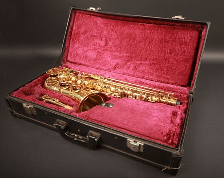 shiny golden sax in suitcase Stock Photo - 5916202