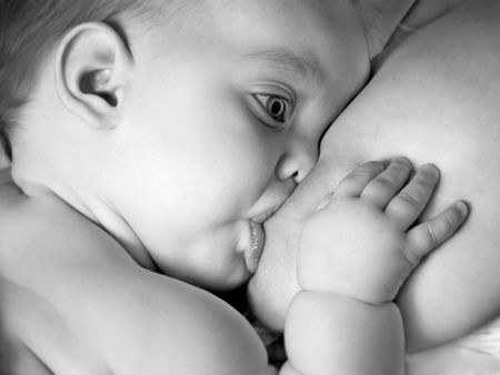 Un niño bebé la lactancia materna, en blanco y negro  Foto de archivo - 2986350