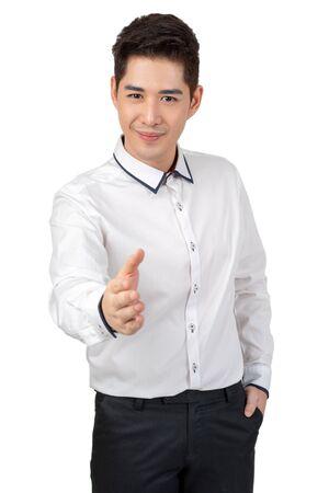 Felice giovane uomo d'affari in tuta che guarda l'obbiettivo su sfondo bianco, concetto isolato