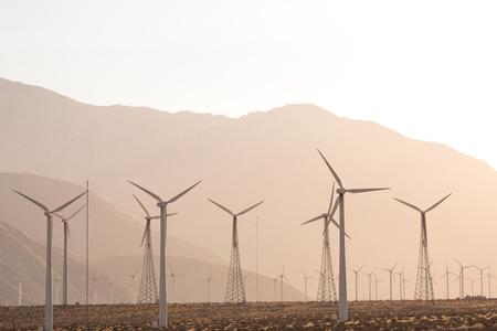 windmolen turbines voor zonne-energie-opwekking en duurzame elektriciteitsproductie
