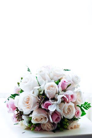 창에서 신선한 꽃 꽃다발 백라이트 스톡 콘텐츠