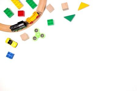 Marco de juguetes de niños sobre fondo blanco. Vista superior. Aplanado Foto de archivo - 81035890