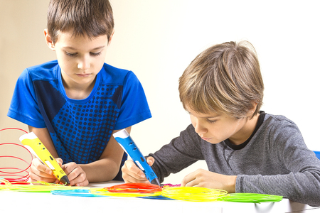 Children creating with 3d printing pen 스톡 콘텐츠