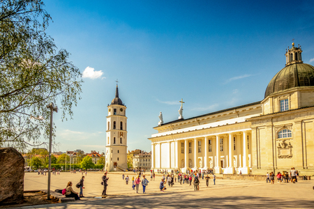 Vilnius, Lithuania - May 1, 2018: View to Vilnius Cathedral, bell tower and Cathedral square with people walking and enjoying leisure time Redactioneel