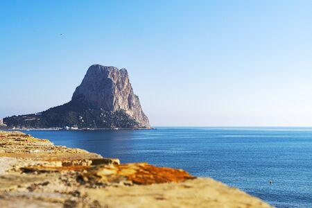 View to Mediterranean Sea, famous Rock Penon de Ifach in Calp, Valencia province, Costa Blanca, Spain Stockfoto