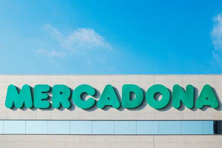 Finestrat, Spain - January 04, 2020: Close up of Mercadona supermarket signboard in Finestrat, Spain. Mercadona is popular supermarket chain in Spain Redakční