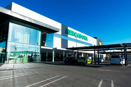 Finestrat, Spain - March 11, 2020: Mercadona supermarket in Finestrat, Spain. Mercadona is popular supermarket chain in Spain and Portugal Редакционное
