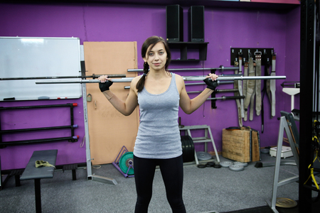 Beautiful girl is training with a barbell Banque d'images