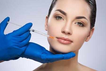Młoda kobieta po operacji plastycznej Zdjęcie Seryjne